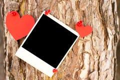 för bakgrundsdagguld röd s valentin för hjärtor Arkivbilder