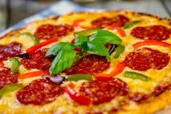 för banapeperoni för clipping bild isolerad pizza Ny hemlagad Pizza Arkivfoton
