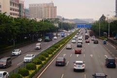 För Baoan Shenzhen 107 för nationell huvudväg landskap för trafik avsnitt Royaltyfri Foto