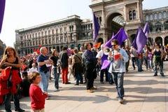 för befrielsedeltagare för dag italiensk violet för protest Arkivfoton