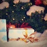 för begreppsgarneringen för jul smyckar färgrik ferie säsongsbetonat traditionellt Vinterferier och traditionella prydnader Belys royaltyfri foto