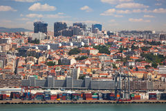För behållare, nya och gamla områden för port, av Lissabon, Portugal Royaltyfria Foton