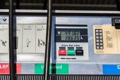 För bensinbränsle för gas diesel- priser Arkivbilder