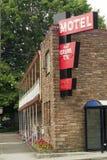 För berättelselogi för lokalt motell i stadens centrum två boenden för lopp royaltyfria bilder