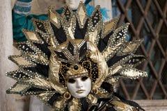 för berömd traditionell venezia venice italy för karnevalgarnering maskering Royaltyfria Bilder