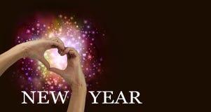 För berömförälskelse för det nya året hjärta räcker banret Royaltyfri Bild