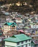 By för berg` s i morgonen med solljus på Lachen i norr Sikkim, Indien Arkivbilder