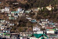 By för berg` s i morgonen med solljus på Lachen i norr Sikkim, Indien Arkivfoton