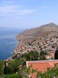 för berghav för flyg- stad grekisk sikt Royaltyfri Fotografi