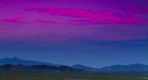 För bergloess för solnedgång helan porslin för platå Arkivbilder