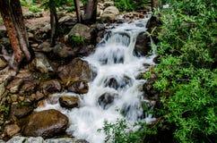 för bergström för exponering lång vattenfall Arkivbild