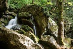 för bergström för exponering lång vattenfall Royaltyfria Bilder