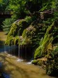 för bergström för exponering lång vattenfall Bigar bergvattenfall, Royaltyfria Foton