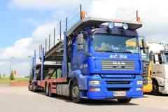 För bilbärare för MAN TGA 18,440 lastbil Arkivbilder