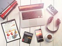 för bildkontor för illustrationer 3d arbetsplats Träskrivbordbakgrund med bärbara datorn, mobil royaltyfri illustrationer