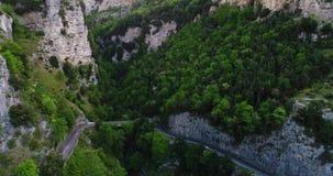 För bilinflyttning för röd sport konvertibel Amalfi kust lager videofilmer