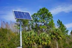 för blå sol- version panelström för bakgrund fotografering för bildbyråer