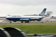 för boeing för 747 flygbolag förenad landningsbana rörelse Arkivfoto