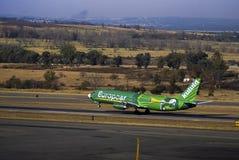 för boeing för flygbolag 4s3 737 zs för start för oao kulula Fotografering för Bildbyråer