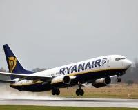 för boeing för trafikflygplan 737 ryanair commercial Royaltyfria Foton