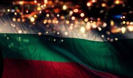För Bokeh för natt för Bulgariennationsflaggaljus bakgrund abstrakt begrepp Royaltyfri Bild