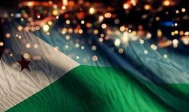 För Bokeh för natt för Djibouti nationsflaggaljus bakgrund abstrakt begrepp Royaltyfri Bild