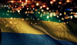 För Bokeh för natt för Gabon nationsflaggaljus bakgrund abstrakt begrepp Arkivbild