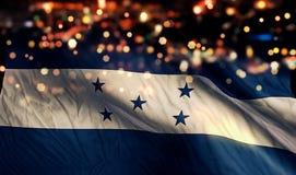 För Bokeh för natt för Honduras nationsflaggaljus bakgrund abstrakt begrepp Royaltyfria Foton