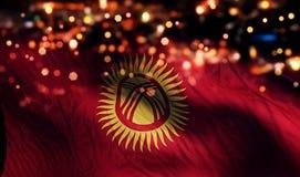 För Bokeh för natt för Kirgizistannationsflaggaljus bakgrund abstrakt begrepp Royaltyfri Foto