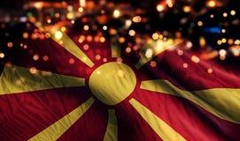 För Bokeh för natt för Republiken Makedonien nationsflaggaljus bakgrund abstrakt begrepp Arkivbild
