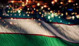 För Bokeh för natt för Uzbekistan nationsflaggaljus bakgrund abstrakt begrepp Arkivbild