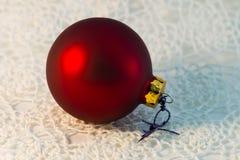 För bolljulgran för jul röd closeup Arkivfoton