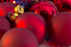 För bolljulgran för jul röd closeup Arkivfoto
