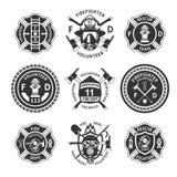 För brandbekämpningetiketter för tappning monokrom uppsättning stock illustrationer