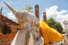 För buddha för blå himmel för yai chai wat kon ayutthaya mong Arkivbilder