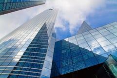 för byggnadskontor för bakgrund blå sky Royaltyfria Bilder