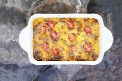 för casserolepölsa för frukost brun skikt royaltyfri fotografi