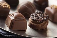 För chokladtryffel för gourmet utsmyckad mörk godis Arkivbilder