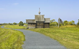 för churchyardö för belltower kyrklig preobrazhenskiy karelia kizhi Royaltyfri Foto
