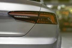 För Closeup för svansljus tillbaka den röda bilen Arkivfoto