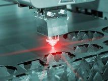 För CNC-laser för hög precision ark för metall för svetsning Royaltyfri Bild