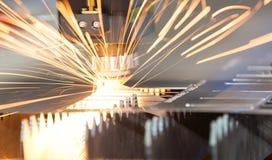 För CNC-laser för hög precision ark för metall för svetsning Arkivfoto