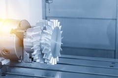För CNC-malning för 5 axel klippet för maskin turbinbladet royaltyfri bild