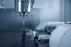 För CNC-malning för 5 axel maskinen bearbetade med maskin de automatiska delarna med de fasta bollendmillhjälpmedlen royaltyfri fotografi