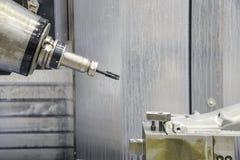 För CNC-malning för 5 axel maskinen Arkivfoto