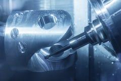 För CNC-malning för 5 axel maskinen royaltyfri fotografi