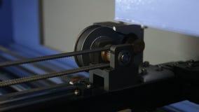 För CNC-maskin för hög precision del på arbete stock video