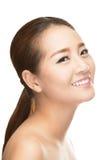 för convertflicka för skönhet rå bättre kvalitet Stående av den härliga unga kvinnan som ser kameran Arkivfoto