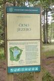 För Crno för naturlig reserv svart jezero tecken för sjö, Pohorje, Slovenien Fotografering för Bildbyråer