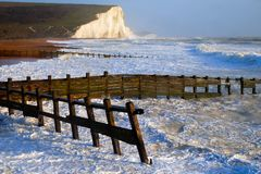 För Cuckmere för sju systerklippor strand England tillflyktsort Royaltyfri Bild